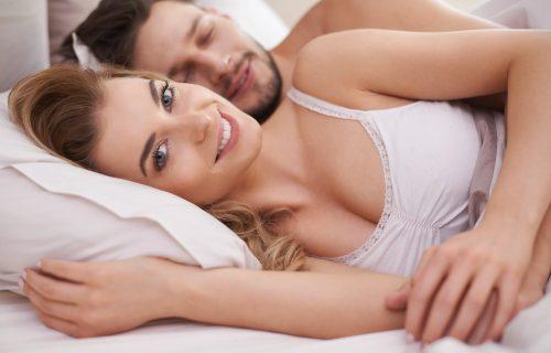 Vreme je da promenite ovu NAVIKU: 4 razloga zašto je spavanje bez pidžame ZDRAVO