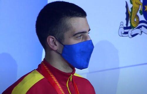 Bravo, Petre, Srbine: Crnogorac došao na prvenstvo sveta, pa istakao našu trobojku! (FOTO)