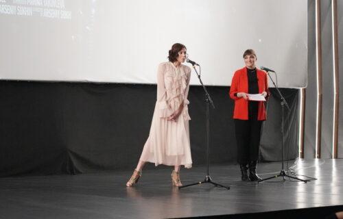 Milena Radulović se RASPLAKALA na sceni, usledile ovacije: Hvala što ste došli da me PODRŽITE