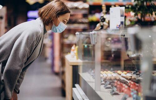 Sram da vas bude! Žena ogorčena na poznati supermarket, evo ŠTA je sa sinom pronašla u pakovanju SALATE
