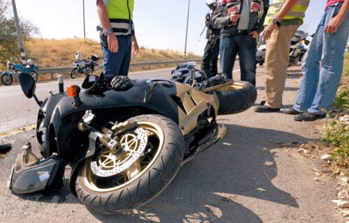 Muškarac POGINUO uoči Vaskrsa: Motorciklista kod Kule udario u traktor, ostao mrtav na licu mesta