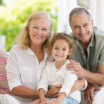 Pustite ih da čuvaju UNUKE i da se druže sa njima: Zašto je bitno da VODITE decu kod bake i deke?