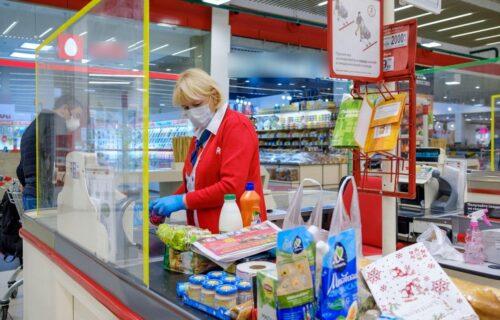 Mladić u Novom Sadu od prodavačice tražio nešto SLATKO: Ona ga sasekla, a njegov odgovor je pravi HIT