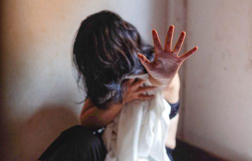Anu (15) SILOVALI razni muškarci, kad je zatrudnela, dogodilo se NEZAMISLIVO: Nije smela da napusti muža
