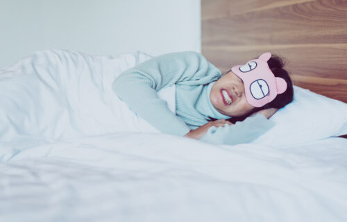 Škripanje zubima je OPASNIJE nego što ste mislili: Evo načina kako da to SPREČITE i spavate bez napetosti