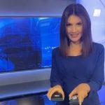 Raspametila muški deo gledalaca: Voditeljka pred dnevnik namerno otkrila kakve ČARAPE nosi (VIDEO)