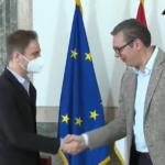 """Vučić uručio orden violinisti Stefanu Milenkoviću: """"Najuspešniji umeju da vole svoju Srbiju"""" (VIDEO)"""