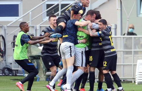 Inter na korak od Skudeta: Verona pala nakon minimalca, oseća se miris trofeja u Milanu! (VIDEO)
