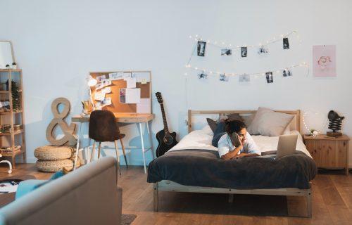 Stručnjaci upozoravaju: Ovih 9 stvari nikako NE SMETE da držite u sobi u kojoj spavate