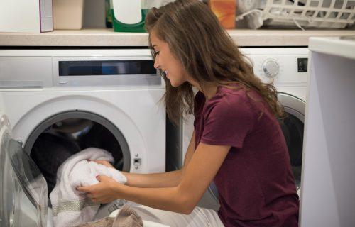Prirodni izbeljivač: Dodajte tri kućna sastojka pre pranja i vaš veš će ponovo zablistati