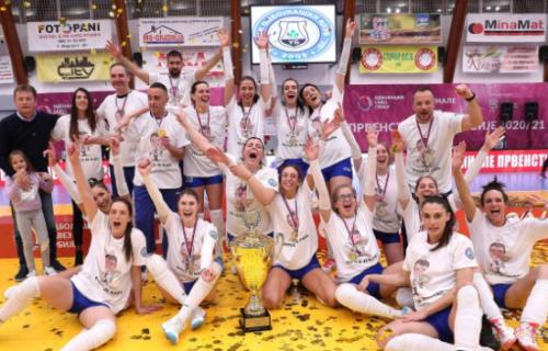 Korona žurka na finalu srpskog prvenstva: Ub osvojio istorijsku titulu, ali svi pričaju o ovim slikama