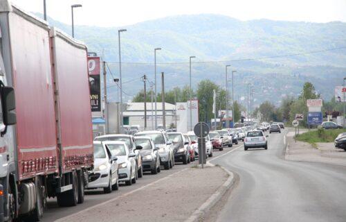 Počeo povratak sa odmora: Gužve na obilaznom putu oko Čačka, policija reguliše saobraćaj (FOTO)