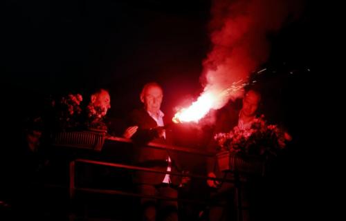 "Džajić luduje na Zvezdinoj proslavi: Zapalio baklju, a onda je krenuo šou ""delija"" (VIDEO)"
