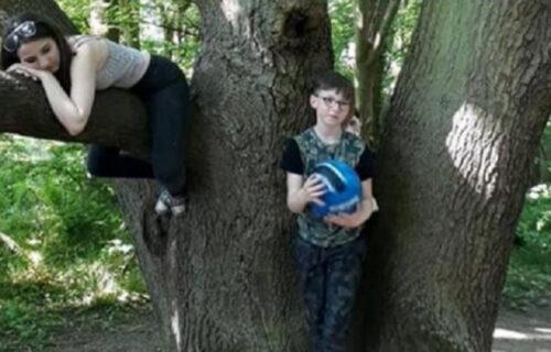 Slikala decu na izletu u šumi: Kad je ugledala ovaj detalj na fotografiji, SLEDILA se od straha (FOTO)