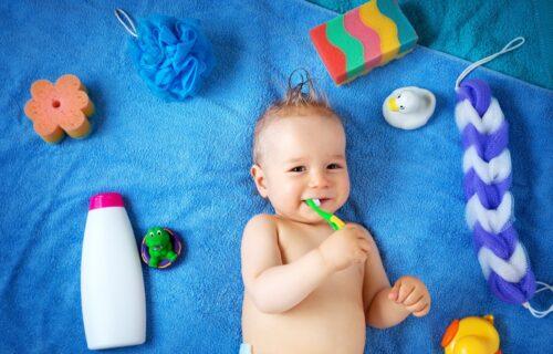 Roditelji, ne čekajte da vašoj deci izrastu stalni ZUBI: Evo kada treba da počnete sa njihovim PRANJEM