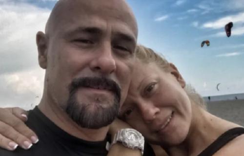 Prvi put se smeje posle SMRTI muža: Gruova udovica viđena kako PROSLAVLJA bitan datum (FOTO)