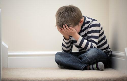 Jeziv slučaj u Sremskoj Mitrovici: Dečak rekao doktoru da ga otac DODIRUJE, sve je počelo na pregledu