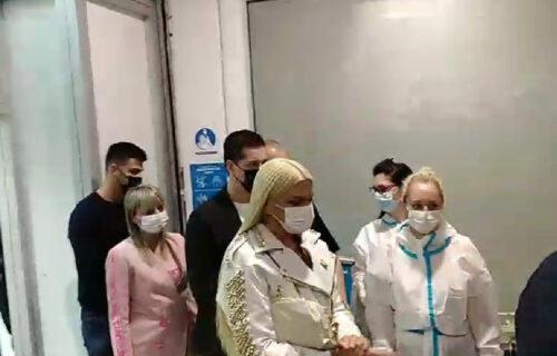 """Jelena Karleuša se VAKCINISALA protiv koronavirusa: Počela IMUNIZACIJA u TC """"Ušće"""" (FOTO+VIDEO)"""