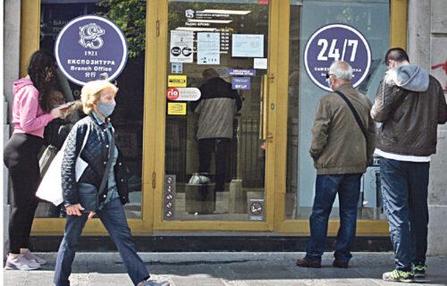 Objektiv s penzionerima koji su ranom zorom pohrlili po pomoć: HVALA VUČIĆU što nas pazi! (FOTO)