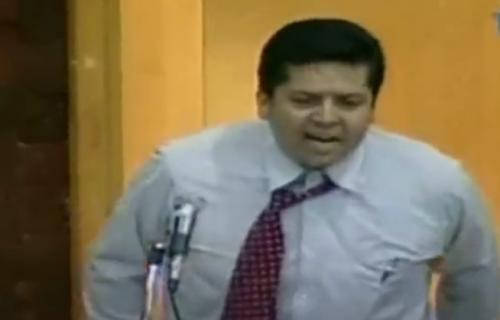 Poslanik se skinuo GO u parlamentu: Svi su se smejali iako je motiv bio tužan (VIDEO)