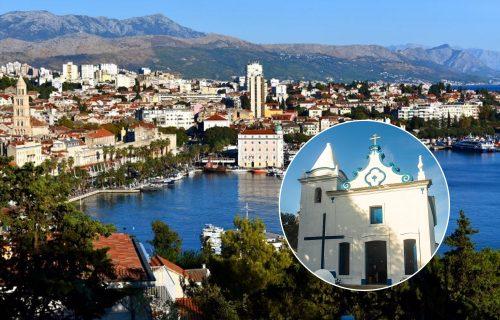 """Osvanula SRAMNA PORUKA mržnje na crkvi u Splitu: """"Srbi i alkoholičari nikako u Mesni odbor"""""""