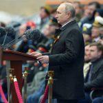 Isplivala fotografija Putina sa parade iz 2005. godine: Svi su odmah primetili JEDNOG čoveka (FOTO)