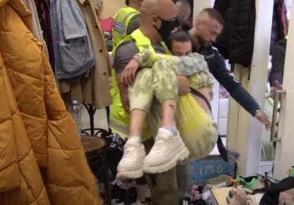 POTRESNA scena u Zadruzi: Tara pala u NESVEST nakon svađe sa Ša, izneli je na rukama (VIDEO)