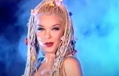 Devedesetih je bila veoma popularna, pevala je KRIMINALCIMA, pa nestala: I danas je ZANOSNA (FOTO)