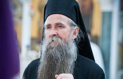 Oglasio se mitropolit Joanikije: Nekome u Crnoj Gori SMETA SPC, žao mi je što se TRUJU mladi ljudi