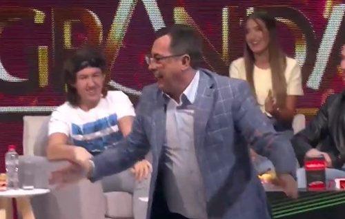 Voditelj Zvezda Granda pao na KOLENA: Voja Nedeljković reagovao šokantno kada je Popović rekao OVE reči