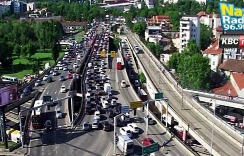 Saobraćajna nesreća na kružnom toku: Sudar izazvao gužve na Autokomandi