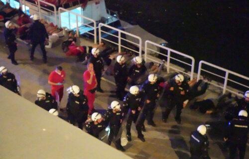 Privedeno 109 osoba zbog HAOSA u Beton hali: Pregledani snimci, 10 huligana zadržano