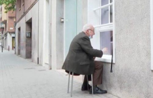 Deka (90) posetio suprugu koja boluje od Alchajmera: Na pitanje da li ga voli, odgovor će vas RASPLAKATI