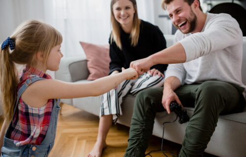 Dobro je da uče od vas: 9 najboljih SAVETA koje roditelji treba da daju svom detetu pre nego što ODRASTE