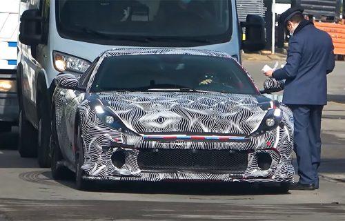 Uoči premijere moćnog Ferrarija: Skupoceni prototip za dlaku izbegao sudar (VIDEO)