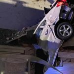 """""""Kao da je bomba pala"""": Vlasnicima automobil PAO na krov kuće, za pola metra izbegli su tragediju (VIDEO)"""