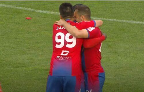 Bivši igrači Zvezde i Partizana plesali po Grbavici: Fudbalske majstorije za korak ka tituli (VIDEO)