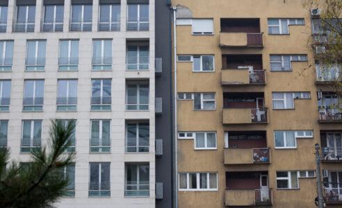 Bizarno! Žena iz Rakovice svakog dana radi JEZIVU stvar u zgradi: BESNI stanari pozvali nadležne (FOTO)