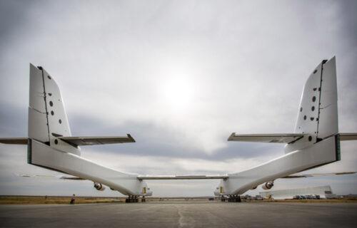 Pogledajte NAJVEĆI AVION na svetu: Ima ŠEST moćnih motora i prevozi 220 tona (VIDEO)