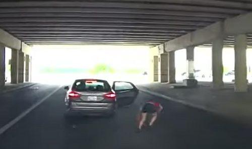 Porodično nasilje na putu: Udario ženu tokom vožnje, pa je u punoj brzini izbacio napolje (VIDEO)