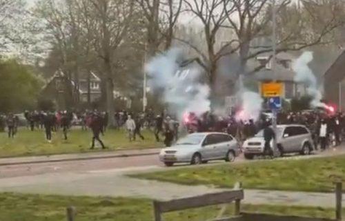 Navijački rat bukti u Amsterdamu: Brutalno se zaleteli na policiju, eksplozija uplašila sve! (VIDEO)