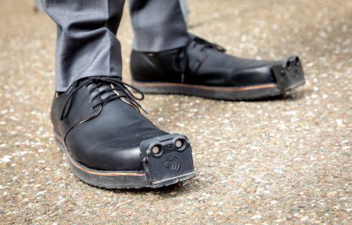 """Pametne"" cipele menjaju kvalitet života slepih i slabovidih (VIDEO)"