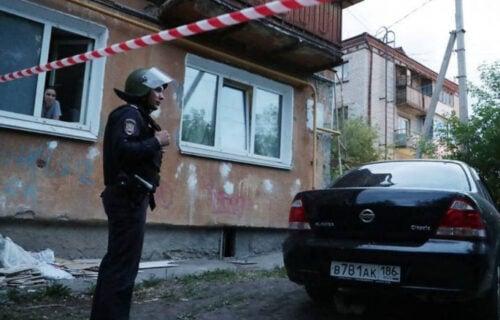 DRAMA u Rusiji: Pucao na prolaznike sa svoje terase, ranjeni oficir i DETE (VIDEO)