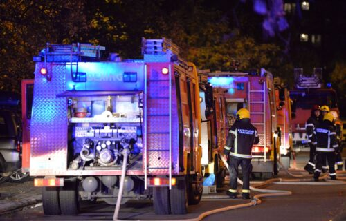 GORI kuća na Voždovcu: Više vatrogasnih vozila sa posadama na terenu (VIDEO)