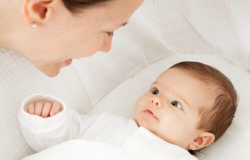 Dojenje noću i OBROCI bez mleka: 6 najčešćih pitanja koja su vezana za bebinu ISHRANU