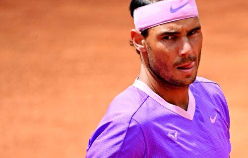 Padao, valjao se po šljaci, a onda pokazao moć: Neuništivi Rafael Nadal preskočio Zvereva (VIDEO)