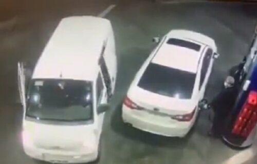 Kakav car! Radnik na benzinskoj pumpi sprečio PLJAČKU na neverovatan način (VIDEO)