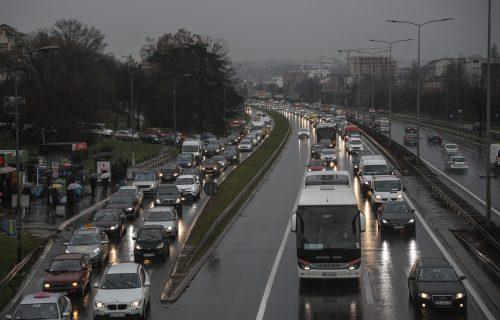 AMSS UPOZORAVA: Oprez u vožnji zbog promenljivih vremenskih prilika, prilagodite brzinu