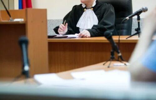 Pijanog oca PREKLAO BRITVOM: Kada su ga na sudu pitali zašto je to uradio, odgovorom je šokirao prisutne