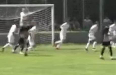 Sramota na meču Partizana, ovo nema nigde: Žena bacala pesak u oči golmanu kako bi primio gol (VIDEO)